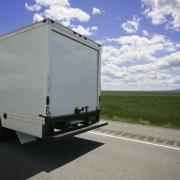 Ein Umzugswagen der Deutur Transporter GmbH auf dem weg zum Auftragsgeber